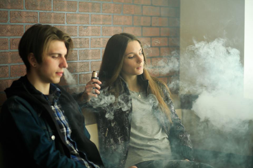 Vape teenagers.
